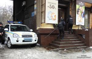 В Запорожье бандиты ограбили ювелирный магазин и захватили заложника: полицейские провели учения - ФОТО, ВИДЕО