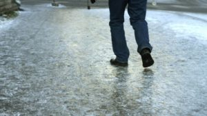 Сильный ветер и гололед: по области объявили штормовое предупреждение