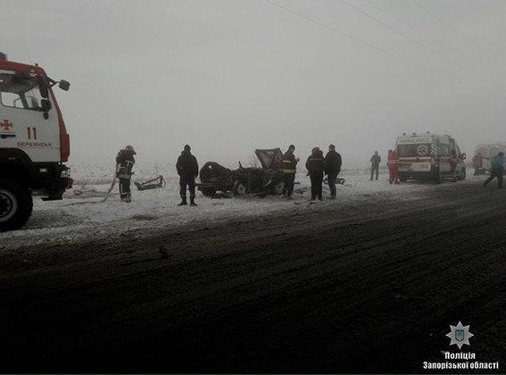 Появилось видео с места ДТП на трассе, в котором погибли два человека - ВИДЕО
