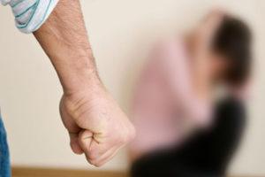 В Запорожье пьяный мужчина избил мать