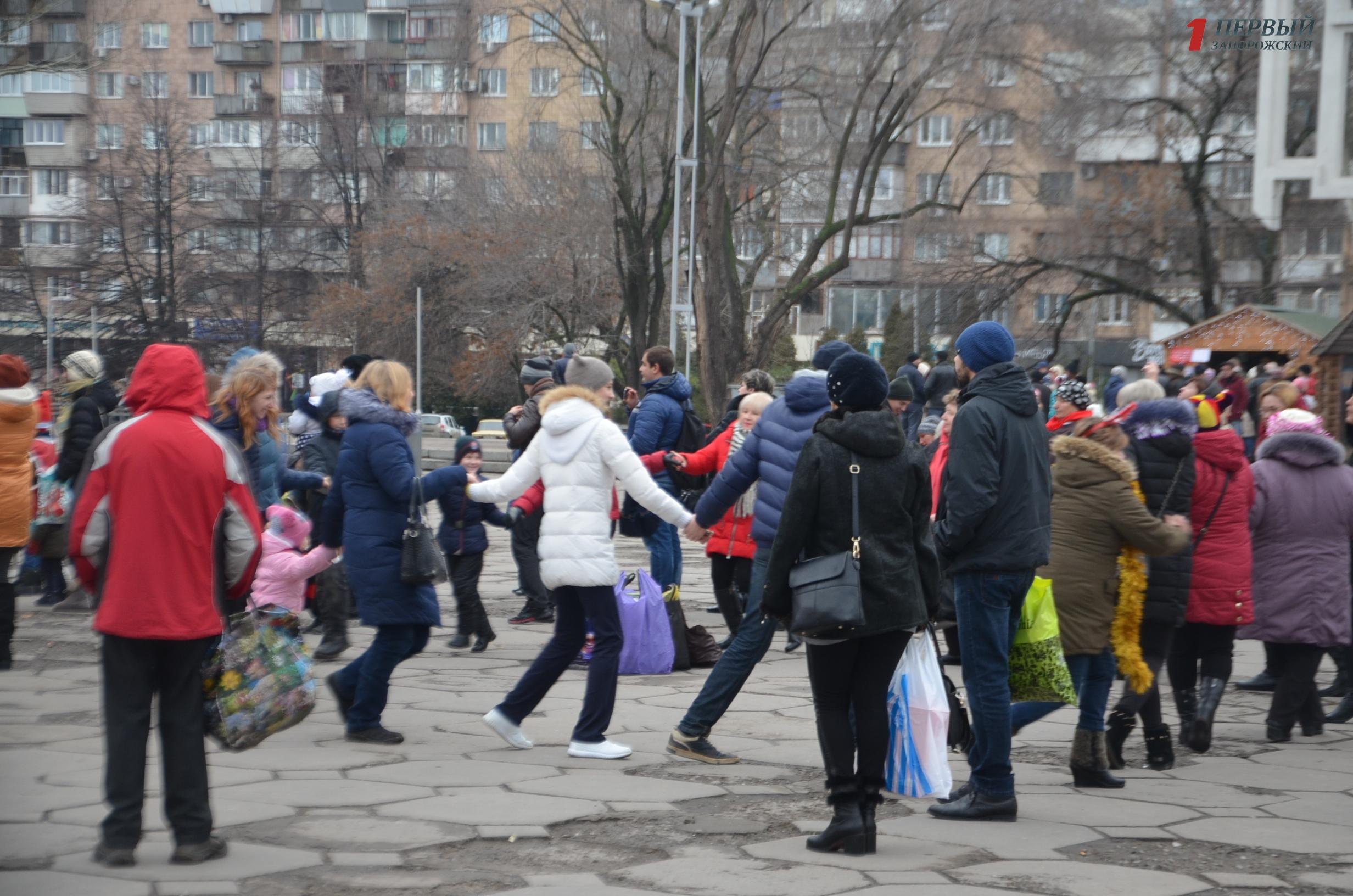 Танцуют все: накануне Рождества сотня запорожцев