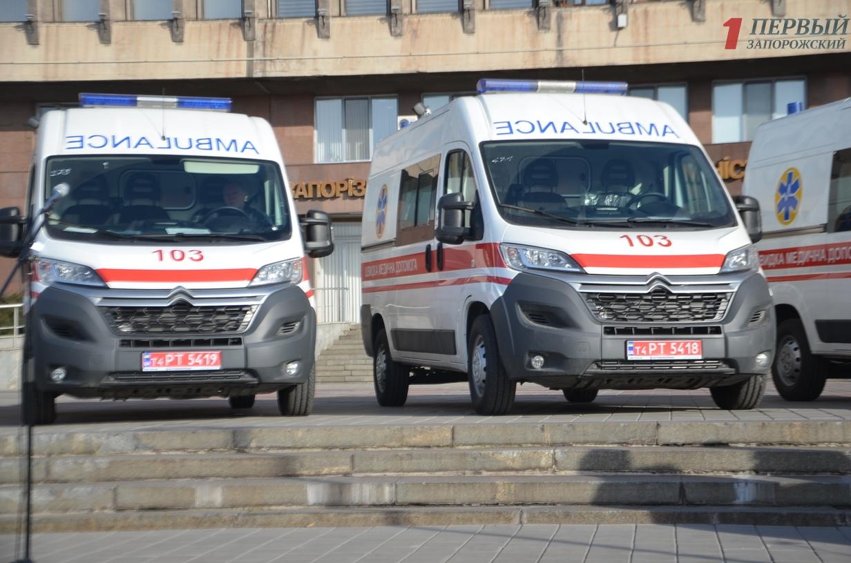 Областная власть торжественно передала в районы автомобили скорой помощи и мусоровозы - ФОТО