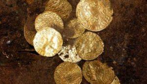 В польском соборе нашли клад с золотыми монетами и украшениями