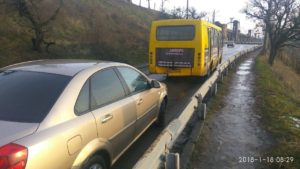 В Запорожье на Хортице легковушка врезалась в автобус - ФОТО