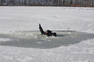 Запорожских рыбаков предупреждают об опасности нахождения на льду