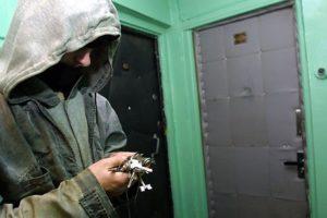 В Запорожье патрульные поймали квартирных воров - ФОТО