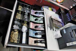 В Запорожье произошла серия ограблений пивных магазинов - ВИДЕО