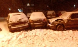 В Запорожье пьяный водитель около областной библиотеки протаранил два автомобиля – ФОТО