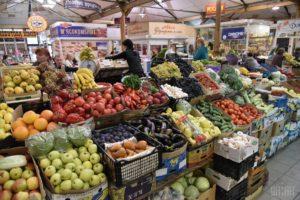 На пороге бедности: украинцы начали покупать продукты поштучно
