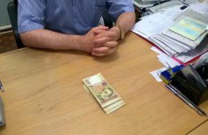 В Запорожье начальник отдела ГАСКа требовал взятку взамен на разрешение проводить стройку - ФОТО