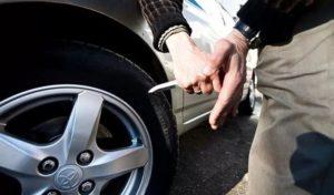 Запорожским автомобилистам мошенники обещают порезать шины, если те не заплатят 500 гривен – ФОТО