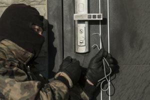 В Запорожье горе-воры взломали магазин, но не смогли справиться с кассовым аппаратом - ФОТО