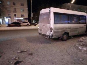 В Запорожье пьяный водитель на BMW протаранил маршрутку: трое пассажиров в больнице