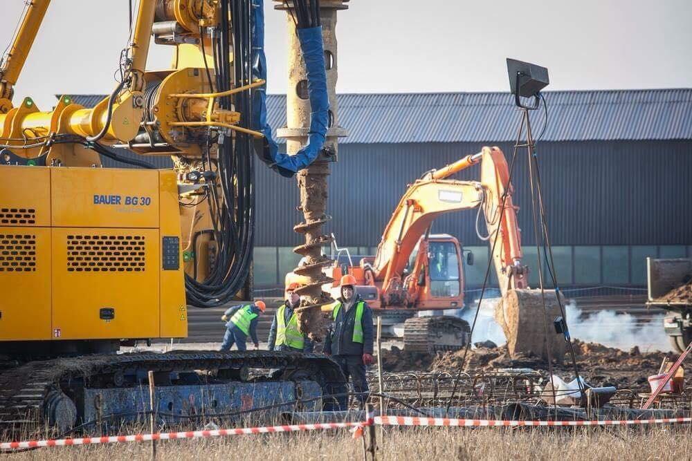 В Запорожье продолжаются работы по созданию фундамента для будущего пассажирского терминала в аэропорту  – ФОТО