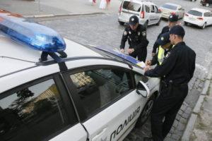 В Запорожской области остановили за нарушение «Mitsubishi», в салоне которого обнаружили целый склад наркотиков