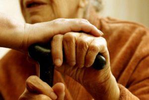 В Запорожье пенсионерка отдала мошеннику все сбережения, чтобы спасти больную внучку