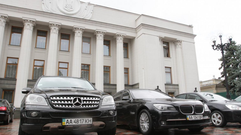 Стало известно, кто из запорожских нардепов любит «кататься» на парламентских авто