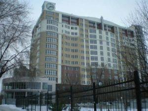 В Запорожье из окна девятого этажа выпала девушка