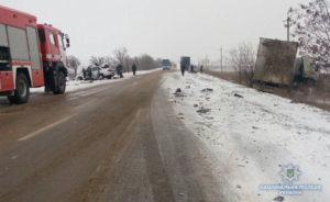 Смертельное ДТП в области: легковушка вылетела на встречку и врезалась в грузовик - ФОТО, ВИДЕО