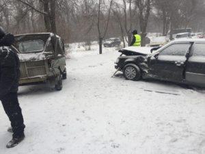 В Запорожье столкнулись два авто: есть пострадавший - ФОТО