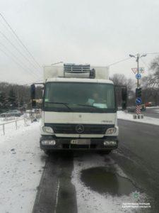 В Запорожье остановили грузовик, перевозивший мясные туши - ФОТО
