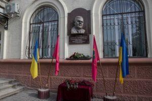 В Запорожье открыли восстановленный барельеф народного мэра Александру Поляку - ФОТО