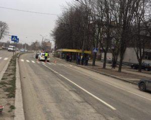 В Запорожье на пешеходном переходе сбили девушку - ФОТО
