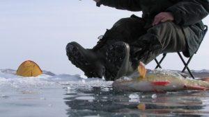 Местный житель хотел наловить рыбы, но провалился под лед и погиб