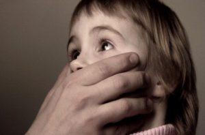 В Запорожской области мужчина изнасиловал семилетнюю дочь