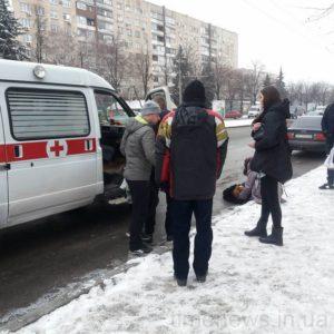 В Запорожье на пешеходном переходе сбили женщину - ФОТО