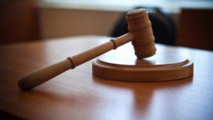 В Запорожье отправили под суд чиновницу, которая взяла тысячу долларов, чтобы «отмазать» горе-призывника от службы