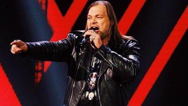 Байкер из Запорожья покорил сердце Тины Кароль на шоу «Голос країни» - ВИДЕО