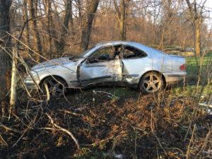 На запорожской трассе иномарка вылетела в кювет: водитель скрылся с места ДТП - ФОТО