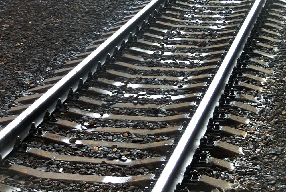 Поиск свидетелей: под Запорожьем поезд насмерть сбил мужчину - ФОТО