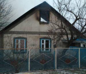В Запорожской области пожарные почти пять часов тушили жилой дом - ФОТО