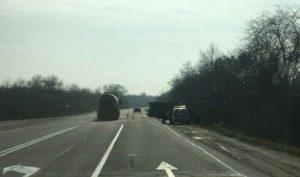 На запорожской трассе перевернулся грузовик - ФОТО