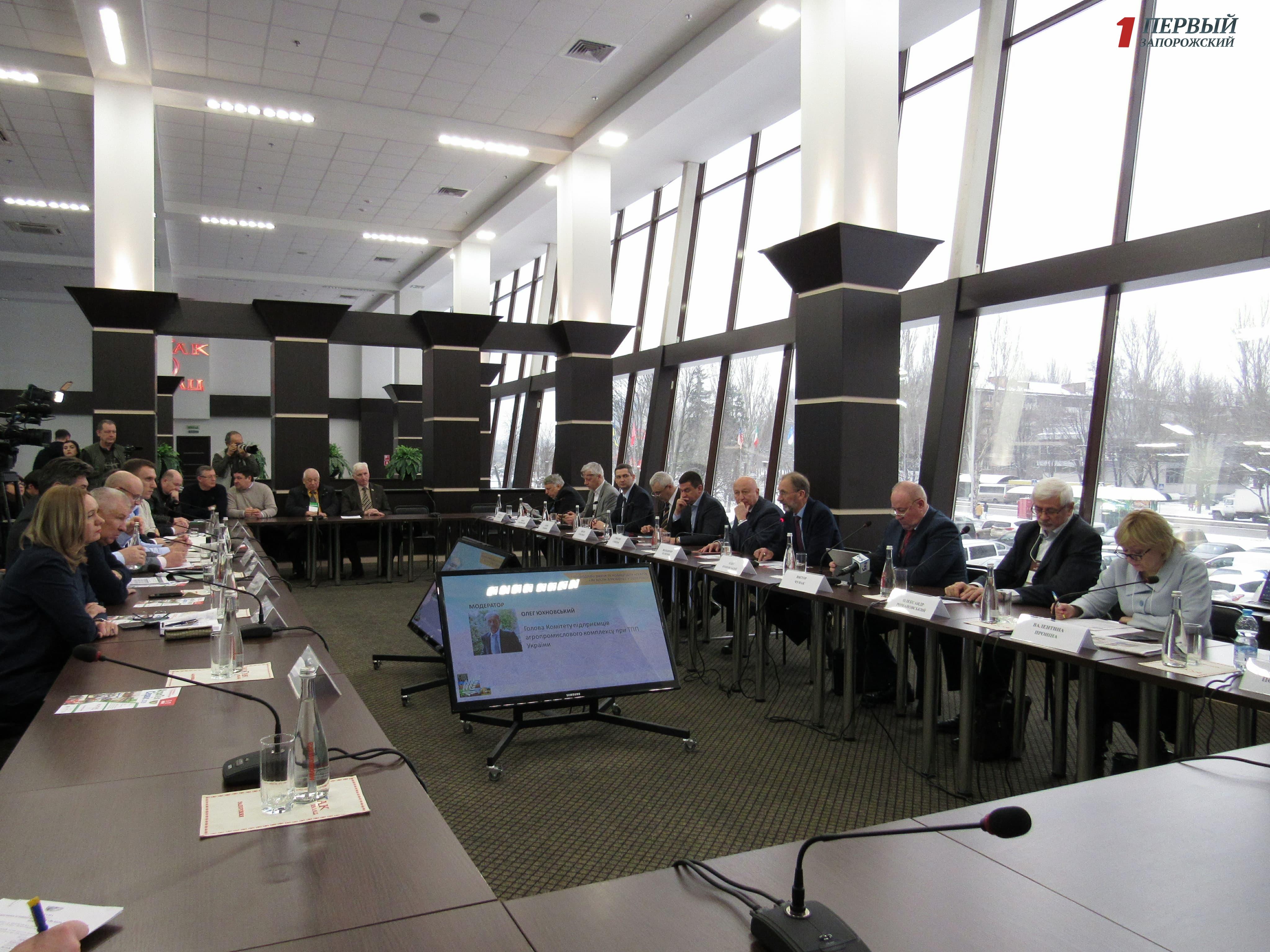 В Запорожье обсудили пути и перспективы развития украинского агробизнеса - ФОТО