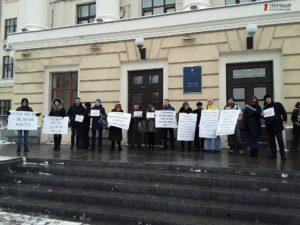 Против торгового центра Кальцева и «за» отставку президента: перед началом сессии активисты собрались на митинг