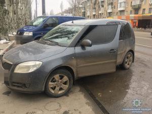 В Запорожской области припаркованный автомобиль обокрали на 26 тысяч гривен - ФОТО