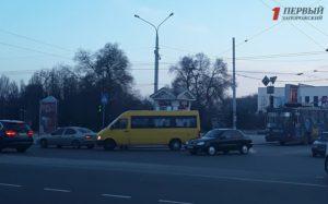 В центре Запорожья произошло очередное ДТП с маршруткой - ФОТО