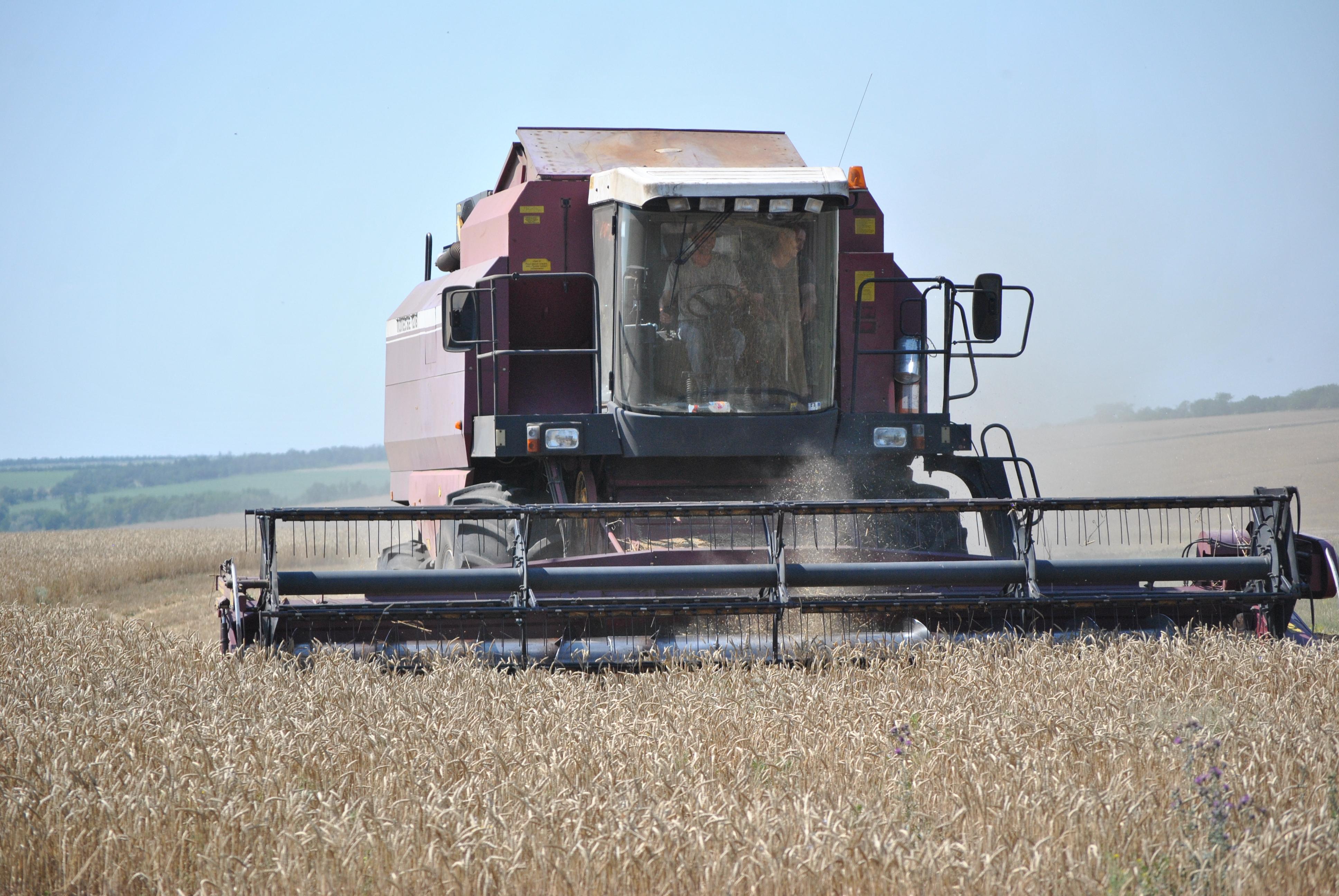 Запорожские аграрии собрали почти три миллиона тонн зерна