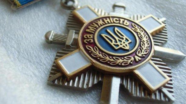 Петр Порошенко посмертно наградил запорожского солдата, у которого осталась дочка
