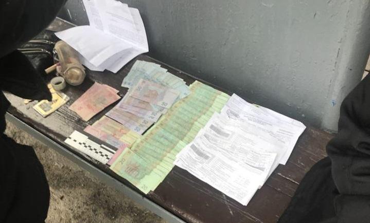 В Запорожье на остановке задержали мужчину, ограбившего свою знакомую - ФОТО