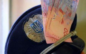 В Запорожье полицейского поймали на взятке: он требовал 15 тысяч гривен у виновника ДТП - ФОТО