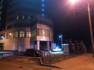 Водитель грузовика АТБ под наркотиками протаранил ограждения гостиницы Khortitsa Palace – ФОТО