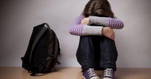 В Запорожье двое подростков развращали сверстницу в подъезде многоэтажки