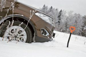 Запорожские спасатели продолжают оказывать помощь водителям, попавшим в снежный плен