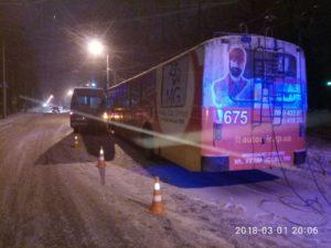 Очередное ДТП в Запорожье: столкнулись троллейбус и маршрутка - ФОТО