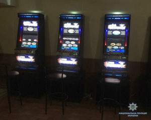 На запорожской трассе в помещении бывшего кафе работало подпольное казино - ФОТО