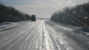 В Запорожской области на трассе застрял грузовик «Mersedes» - ФОТО